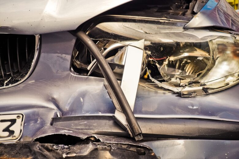 Reybroek Law case summary featured on Ontario Trial Lawyers Association image of badly damaged automobile